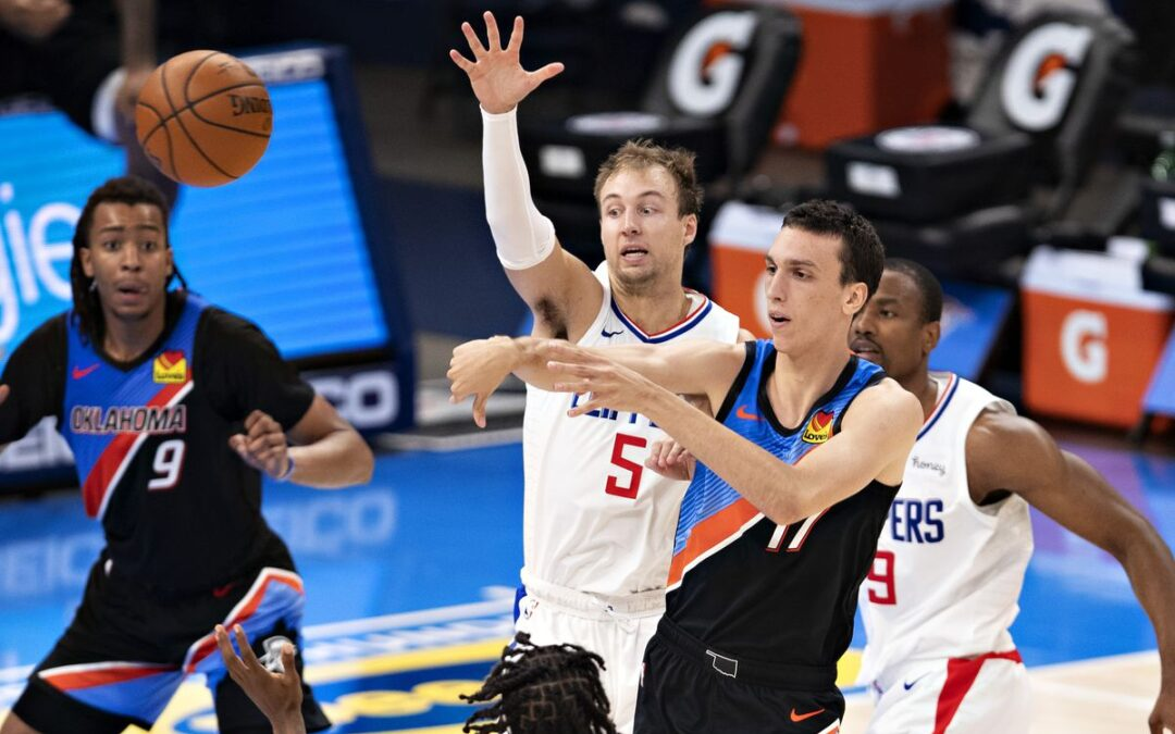 Clippers Stave Off Sweep