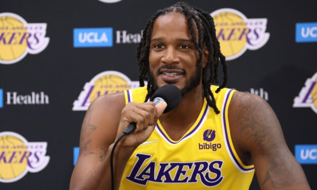 Out for at least 8 weeks, Trevor Ariza undergoes surgery